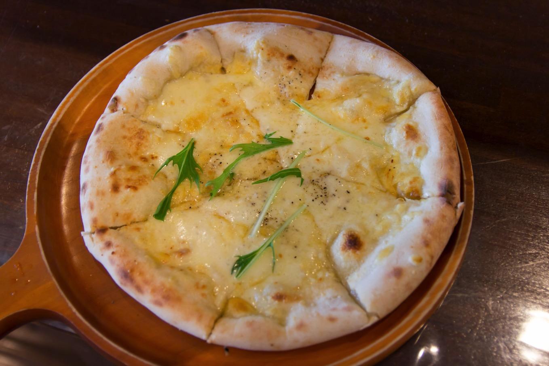 3種のチーズのピッツァ