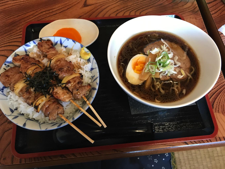 小舟焼鳥丼とハーフラーメン